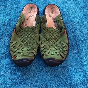 Keen Isabella Closed Toe Shoe
